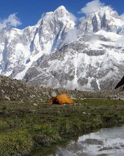 базовый лагерь у горы Пумари Чхиш Южная (Pumari Chhish South) высотой 7350 метров