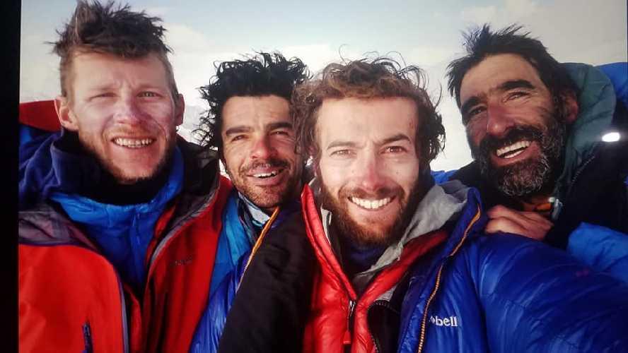 французская команда альпинистов: Жером Салливан (Jérôme Sullivan), Виктор Сосед (Victor Saucède), Жереми Станьетто (Jérémy Stagnetto) и Мартин Элиас (Martin Elias)