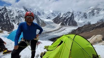 Ким Хонг-Бин (HongBin Kim) во втором высотном лагере восьмитысячника Броуд-Пик