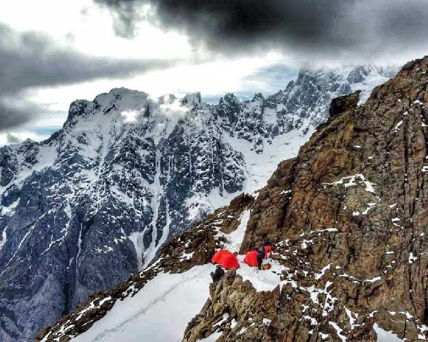 семитысячник Мучу Чхиш (Muchu Chhish) высотой 7452 метров. Фото Tomas Petrecek
