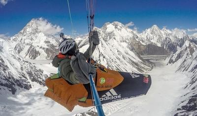 Новый мировой рекорд установил француз Антуан Жирар, пролетев на параплане на высоте 8407 метров!
