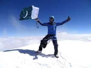 19-летний пакистанец Шехроз Кашиф стал самым молодым альпинистом в истории, который поднялся на вершину восьмитысячника К2