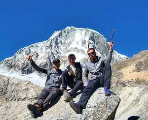Польские альпинисты открывают новый маршрут на вершину горы Ранрапалка в Перу