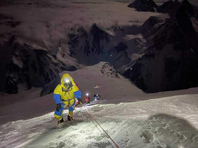 Восхождение на К2. Фото Summit Karakoram