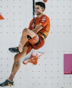 Первый олимпийский чемпион по скалолазанию Альберто Хинес Лопес: