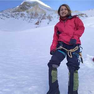 На высочайшей горе Киргизии, пике Победы идет поисково-спасательная операция для альпинистки-одиночки из Ирана