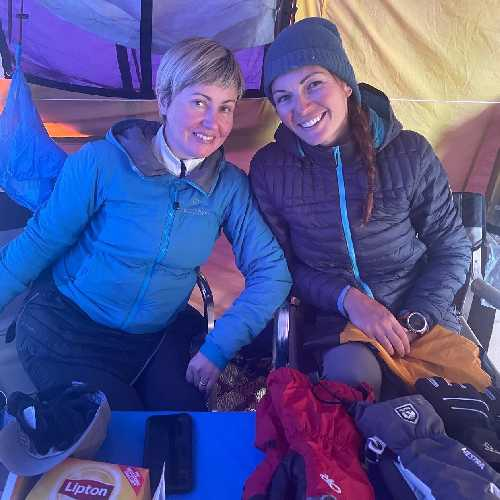 Оксана Літинська та Юлія Зі. Сходження на К2. Фото Оксана Літинська