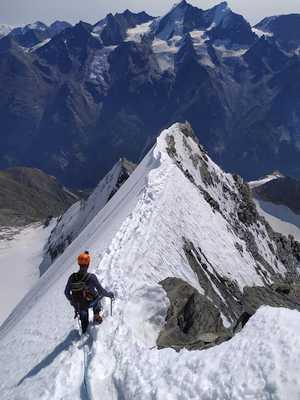 Украинские альпинисты на вершине Вайсхорн - седьмой по высоте в Альпах