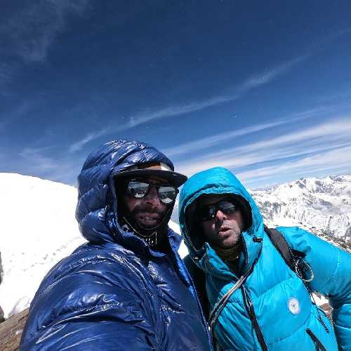 На вершине Ракапоши: Патрик Ваньон (Patrick Wagnon) и Элиа Мийриу (Helias Millerioux). Фото Helias Millerioux