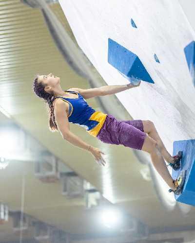 Евгения Казбекова на Чемпионате Мира по скалолазанию в Москве. дисциплине боулдеринг