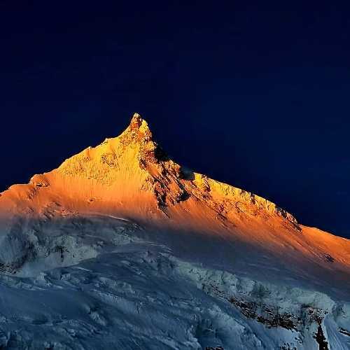 восьмитысячник Манаслу (Manaslu, 8156 м). Фото Владимир Рошко