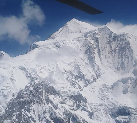 Ракапоши (Rakaposhi) высотой 7788 метров. Фото с борта спасательного вертолета. Фото Abdul Joshi
