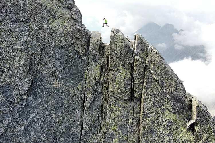 """Филип Бабич (Filip Babicz) на маршруте """"Nordkante"""" на вершину горы Пиц Бадиле (Piz Badile, 3308м)"""