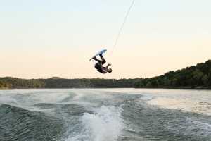 Самые интересные водные виды спорта, или что дает аренда моторной лодки