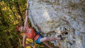69-летняя немка Irmgard Braun (Irmgard Braun) установила новое мировое достижение в скалолазании, пройдя маршрут категории 7с+