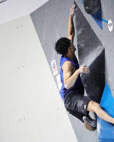 Кокоро Фуджи  - чемпион Мира по скалолазанию 2021 в дисциплине боулдеринг