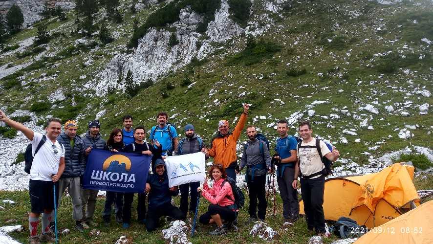 С ребятами из Тиранского альпинистского клуба. Фото Павел Швец