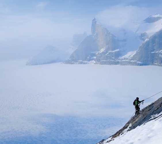 Восхождение во фьорде Сам-Форд (Sam Ford Fiord), Баффинова Земля. Фото Mike Libecki
