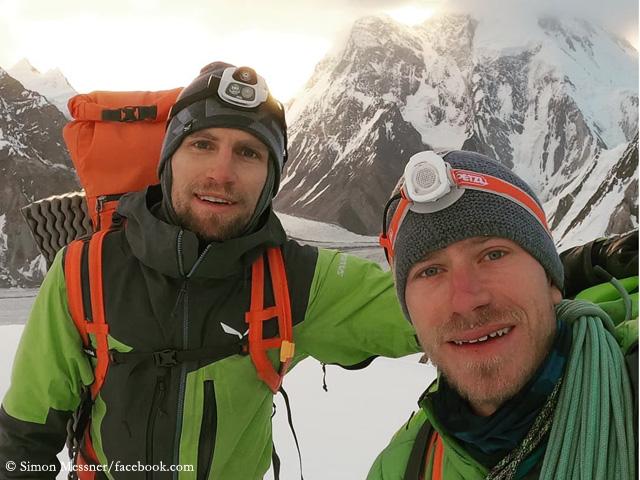 Саймон Месснер ( Simon Messner) и Мартин Зиберер (Martin Sieberer) на фоне восьмитысячника Броуд Пик