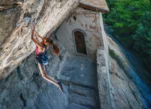 Итальянская скалолазка Лаура Рогора (Laura Rogora) делает первое повторение маршрута