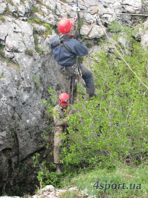 Подъём противовесом: чтобы одного поднять наверх, другой едет вниз... (фото Д. Киселёва, 4sport.ua)