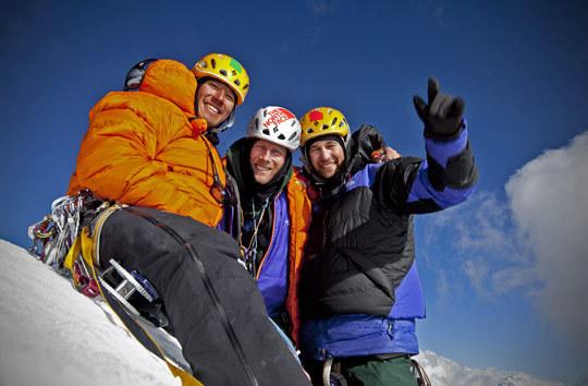 Конрад Анкер, Джимми Чин и Ренан Озтюрк на вершине Meru Central (6.310 m).