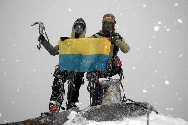 Аня и Мариша на вершине Great Trango Tower (6286 m)