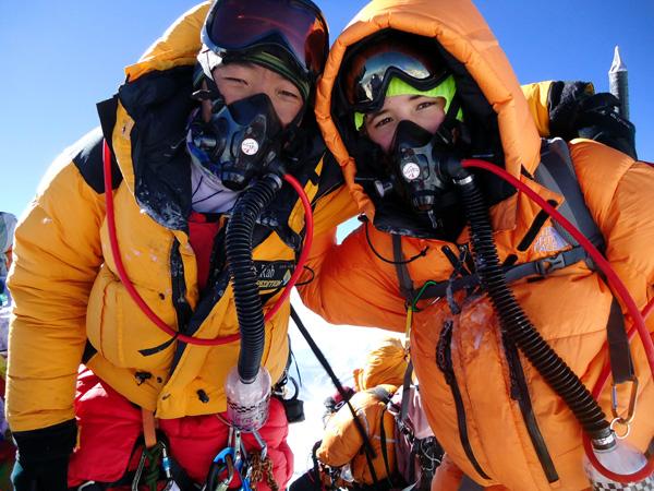 Джордан Ромеро и шерпа Ang Pasang на вершине Эвереста