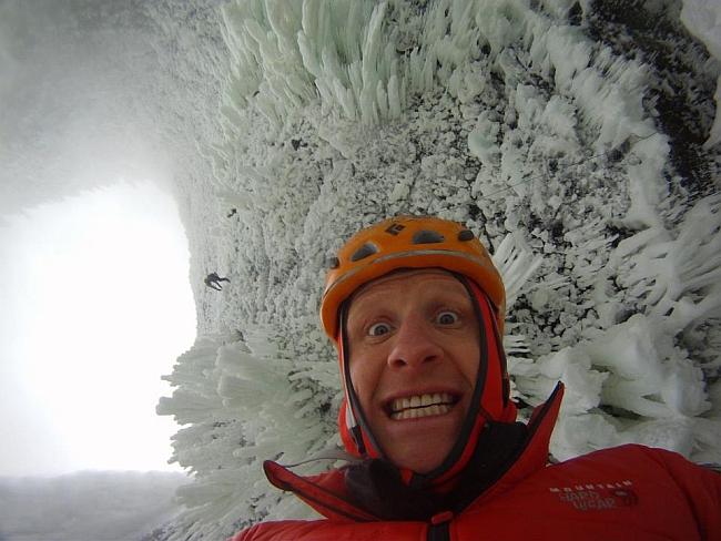 Tim Emmett под маршрутом Spray On - ну как вам этот лед!