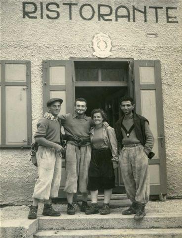 1953 год: Rifugio del Pietro, Sonia, Robert Gabriel и Fortunato - первовосхождение на  Monte Cavallo
