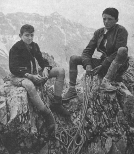 Hermann Buhl (слева) с Erwin Vitawski 1939 год на вершине Karwendel-Nordkette