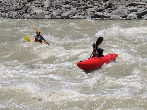 Lakpa Tsheri Sherpa и Sano Babu Sunuwar: преодоление порогов V класса