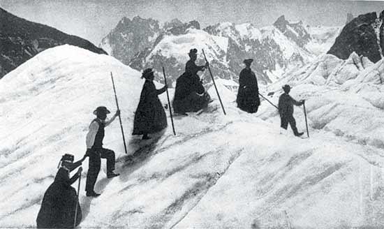Дамы и горные гиды на леднике Mer de Glace,  фото 1886 года