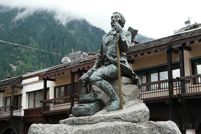 Памятник Мишелю Паккару (Michel Paccard).в Шамони
