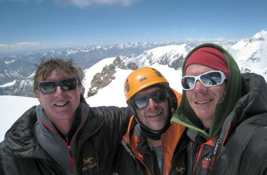 Mark Richey, Steve Swenson и Freddie Wilkinson на вершине Saser Kangri II (7518m)