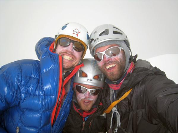 На вершине Xuelian: Peter Juvan (34), Igor Kremser (23) and Ales Holc (35)