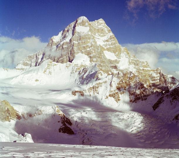 пик Saltoro Kangri (7742 m).