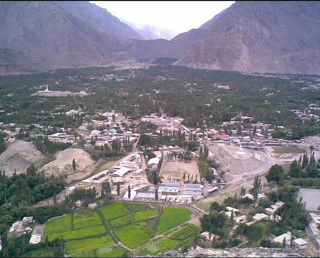 Вид на долину Скарду с форта Kharpochu