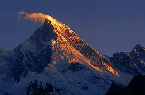 пик Masherbrum (7821 м) утром вид из долины Khaplu