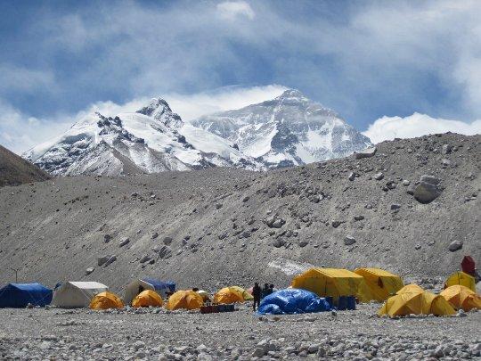 Вид на Эверест из Базового Лагеря
