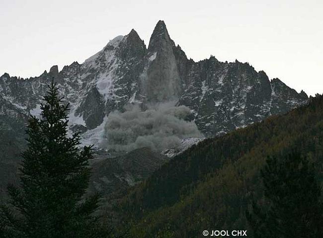 Обвал 11 сентября 2011 года на Западном склоне Пти-Дрю (Petit Dru,  3754 м)