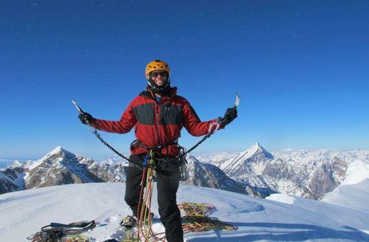 Клинт Хеландер (Clint Helander) на вершине горы  Angel (2892м)