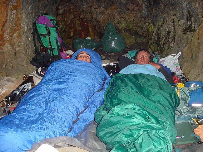 внутри пещеры-хижины Генри Рассела на Vignemale
