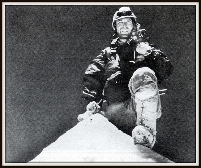 Лионель Террай  (Lionel Terray) на вершине Макалу 1955 год