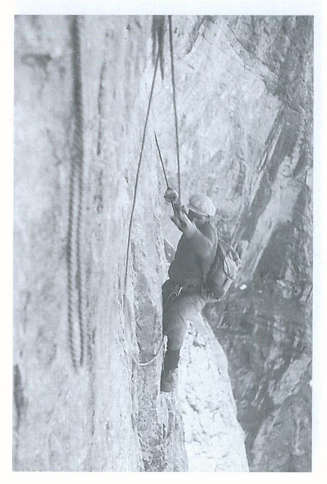 Лионель Террай  (Lionel Terray) - на Северной стене в.Айгер