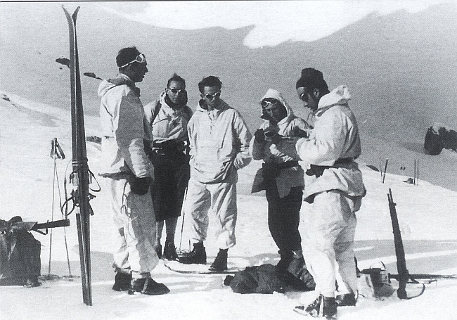 Лионель Террай  (Lionel Terray) во время войны в 1944 году. Альпы