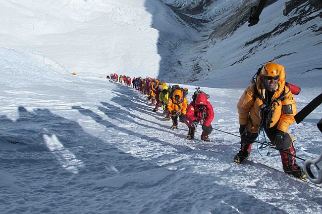 Очередь на Эвересте позади Симоне. Фото Симоне Моро 24 мая 2012
