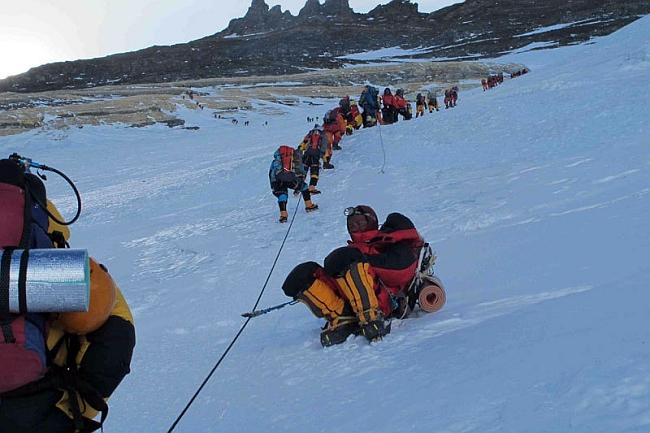 Очередь на Эвересте впереди Симоне. Фото Симоне Моро 24 мая 2012