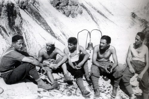 Рафаэль с друзьями  на Campanile di ValMontanaia (The Petrified Howl) в 1928 году