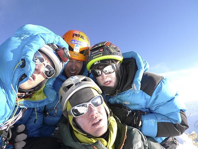 Mathieu Maynadier, Antoine Bletton, Pierre Labbre и Sébastien Ratel на вершине Латок II